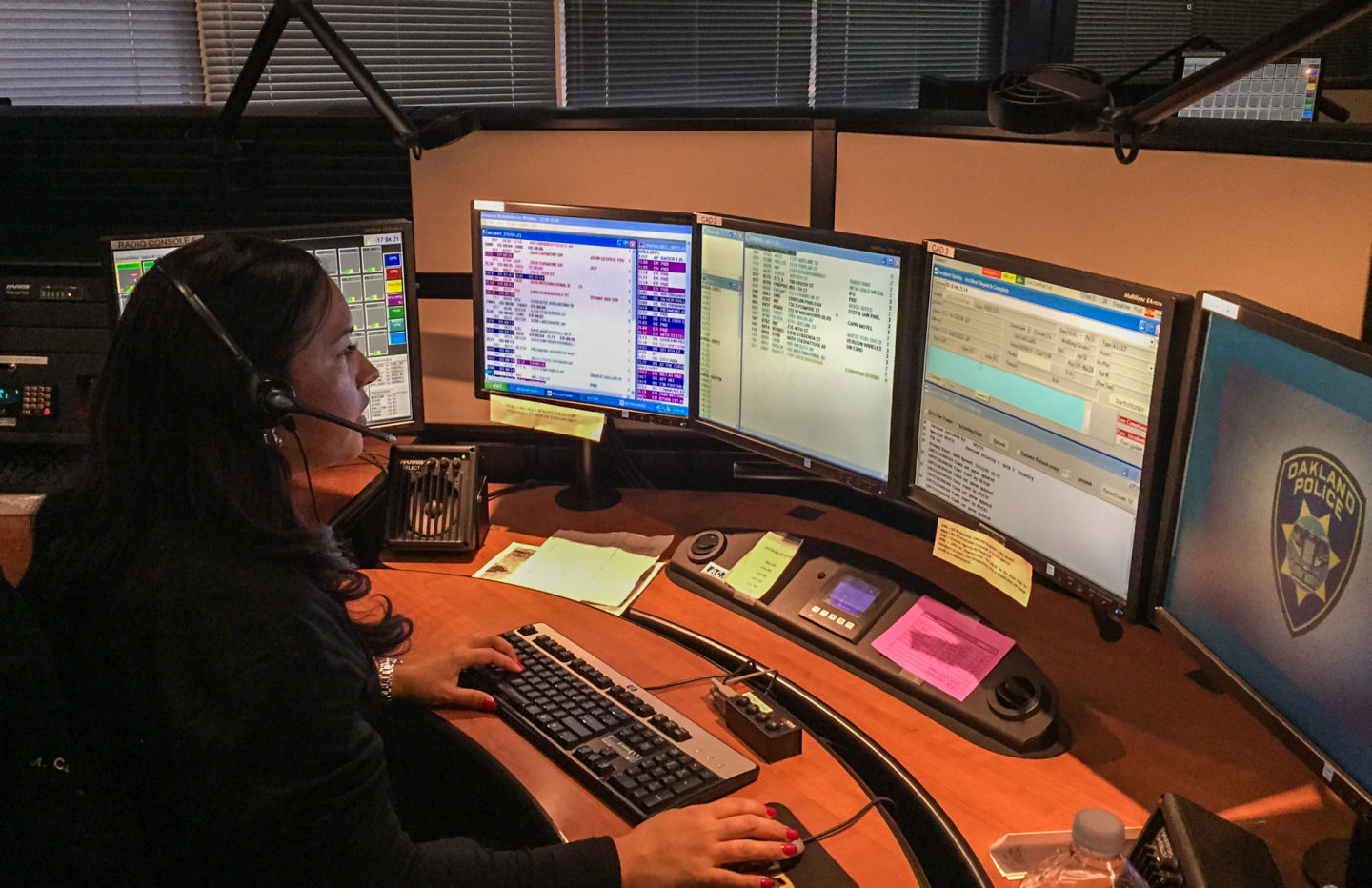 In Oakland, Shortage of 911 Dispatchers Makes a Hectic Job Even More So