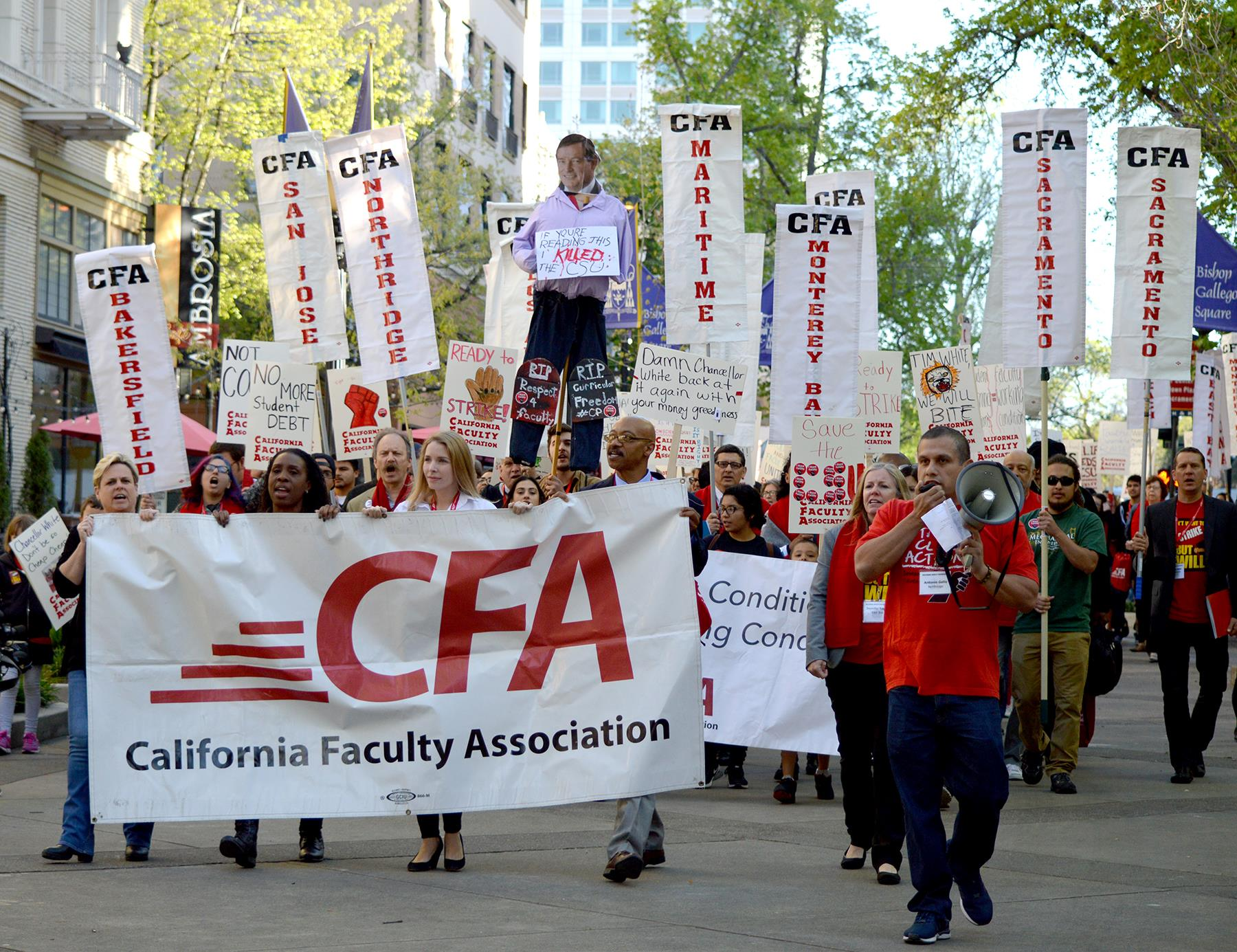 CSU faculty members rally for a wage increase.