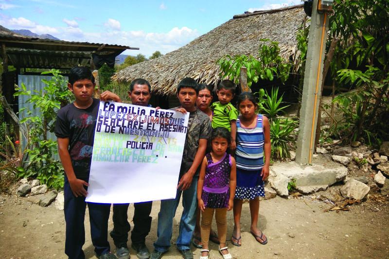 La familia de Amilcar Perez Lopez recibió sus restos en Guatemala el 6 de abril, 2015.