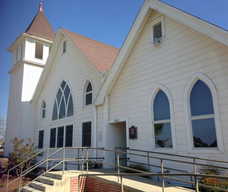 Mennonites first came to Reedley in the early 1900s. The First Mennonite Church of Reedley was their first meeting house.
