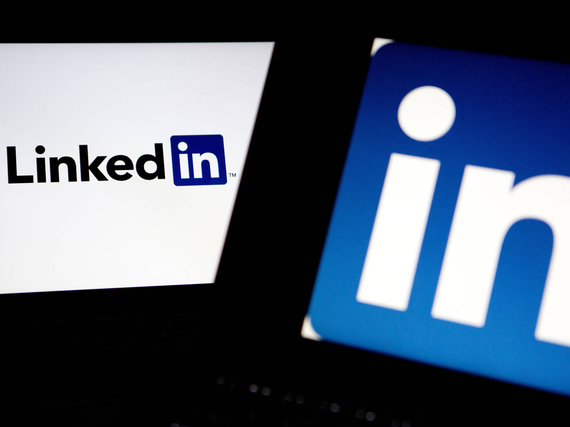 Microsoft Buys LinkedIn, Making Big Bet on Reinventing Workplace