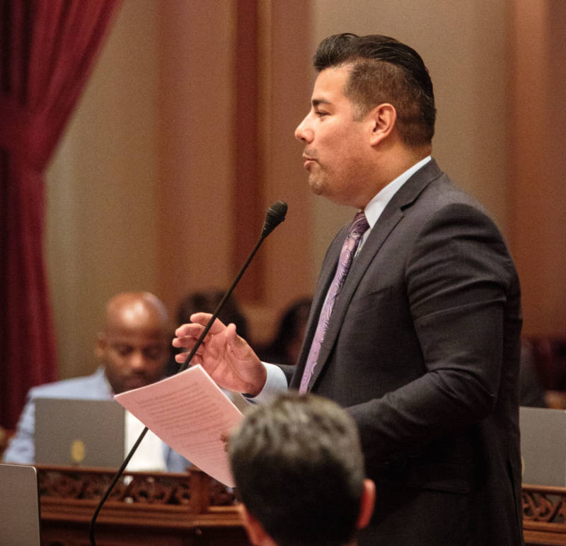 Senate Bill 1289, by Sen. Ricardo Lara, would bar cities and counties from contracting with private prisons to hold immigrant detainees.