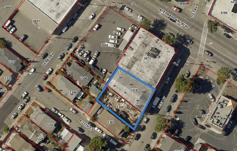 A 2015 aerial image of the 1300 block of 31st Avenue in Oakland with the Ghost Ship warehouse, 1315 31st, and the adjacent vacant lot, 1305 31st, outlined.