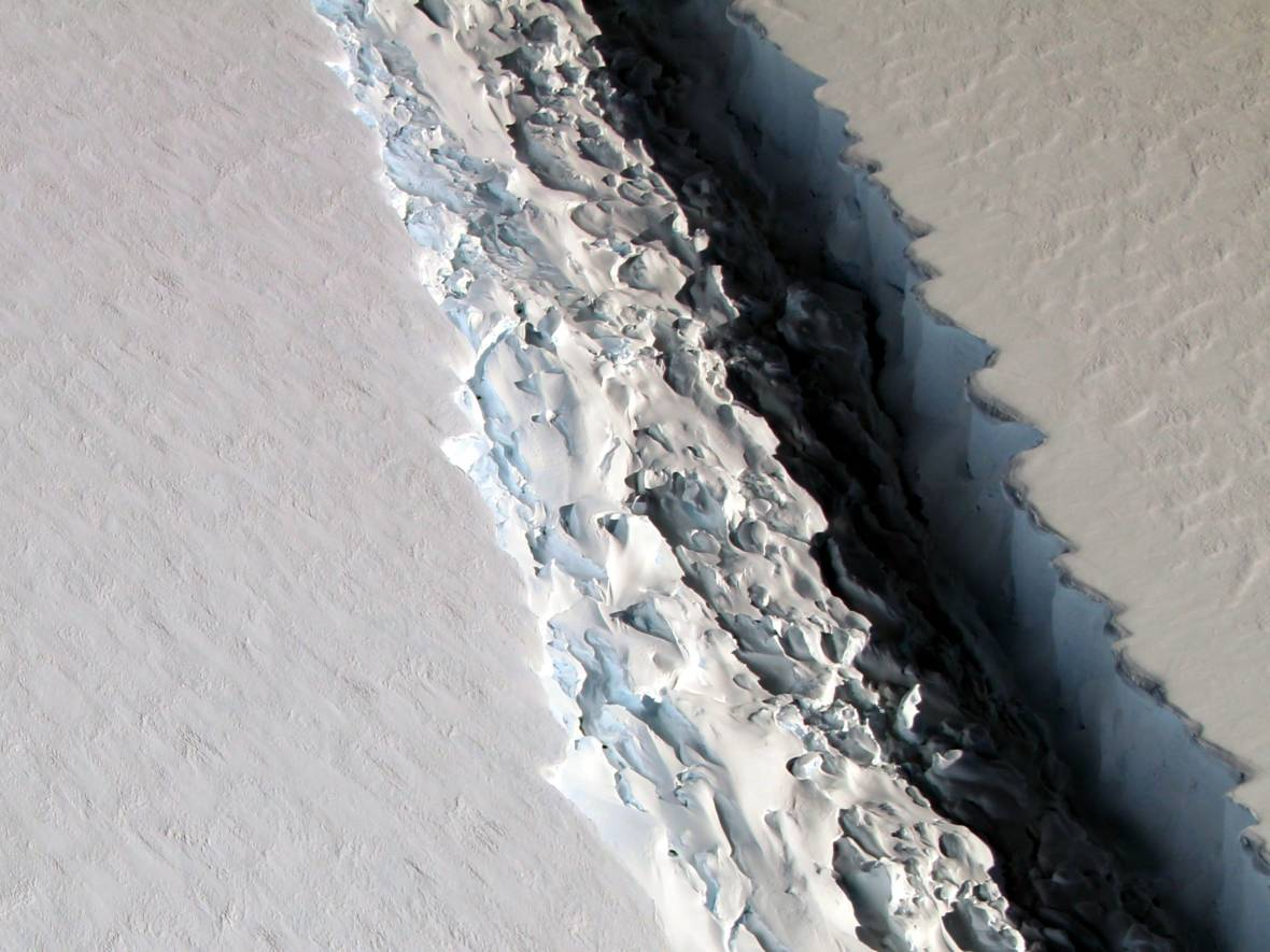 A Really Big Crack in an Antarctic Ice Shelf Just Got Bigger