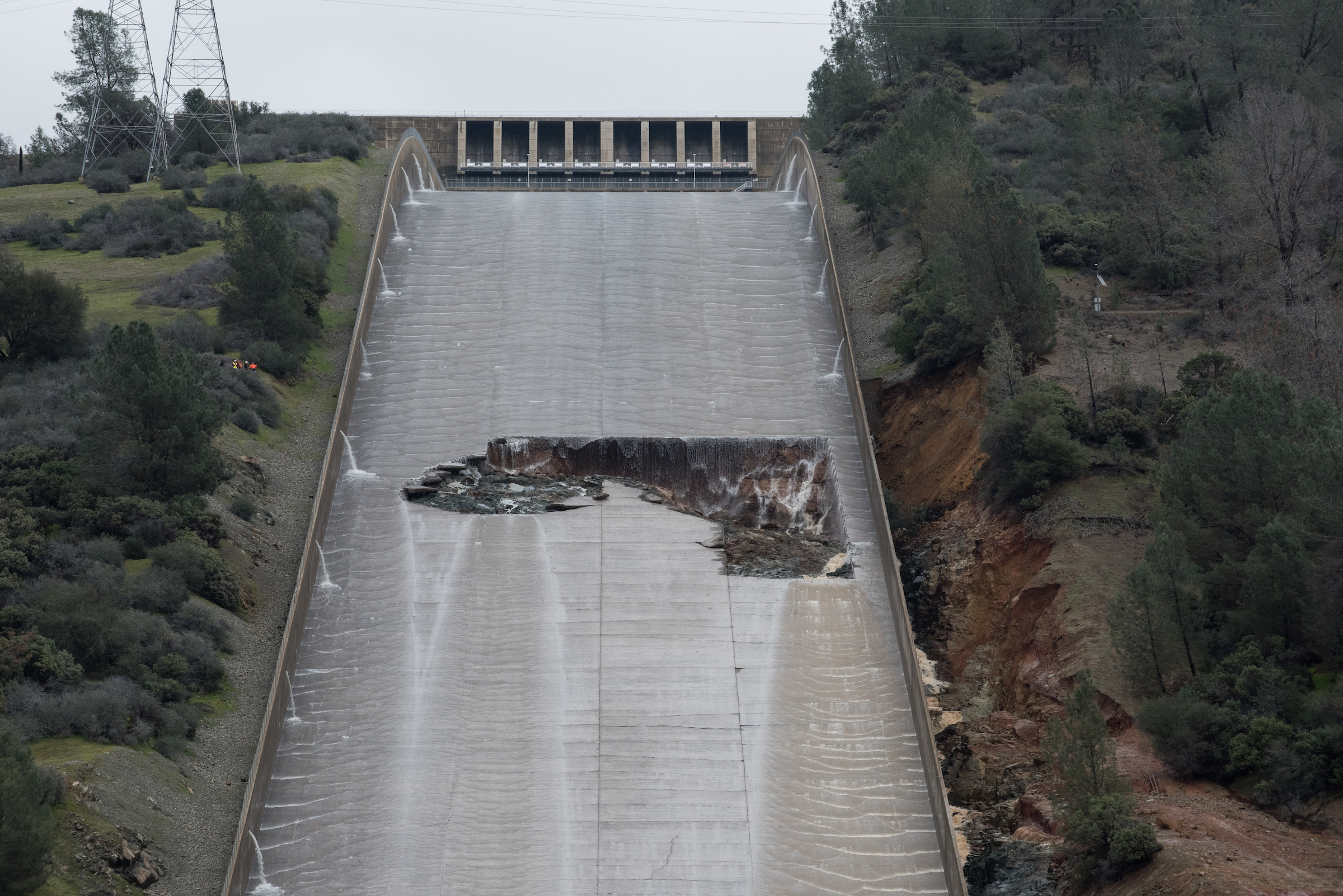 PHOTOS: Oroville Dam Spillway Trouble and Evacuation | The ...