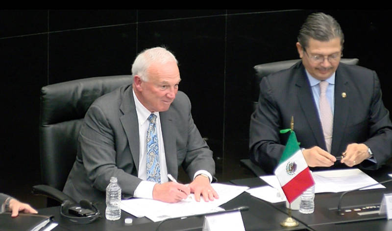 San Diego Regional Chamber of Commerce President Jerry Sanders signs a memorandum of understanding with the Mexican Senate on March 28, 2017.