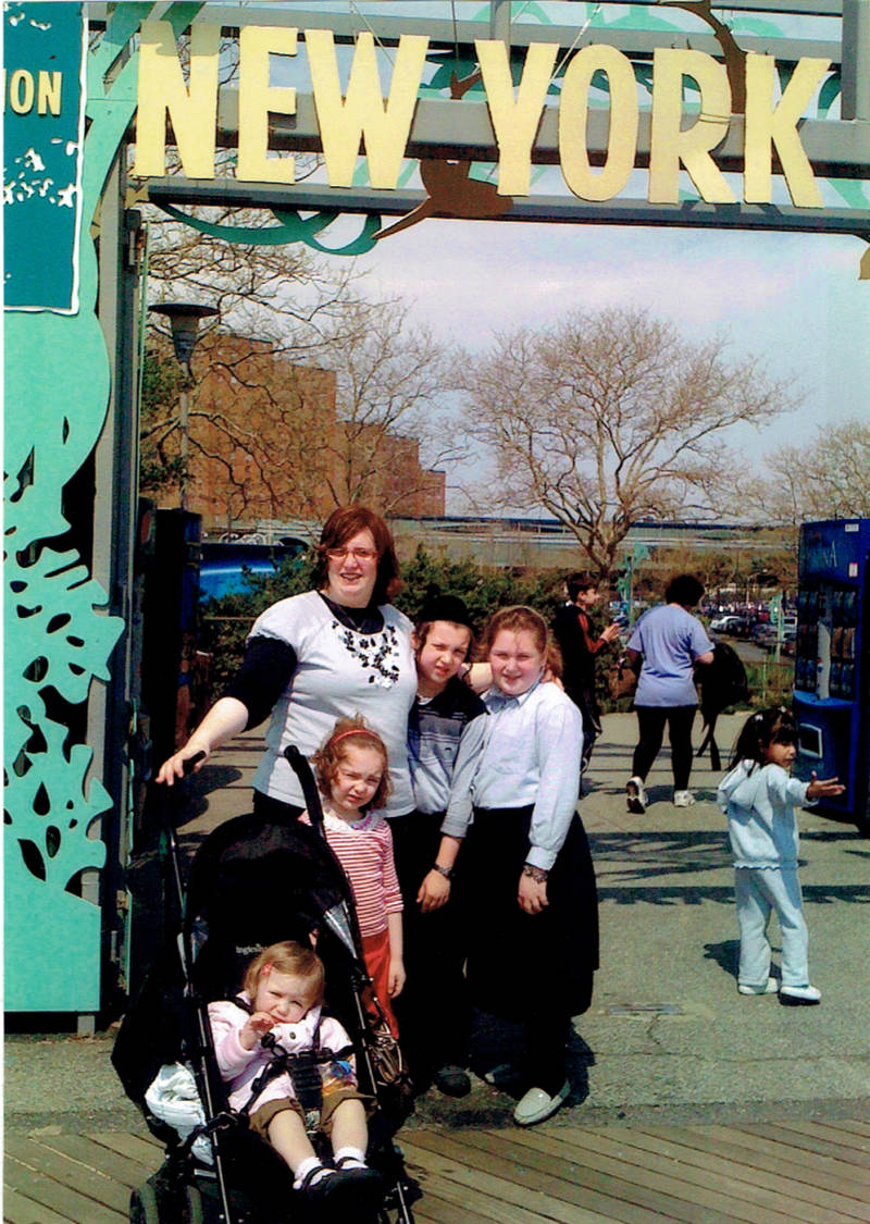 Henny Kupferstein and her four children in front of the New York Aquarium seven years ago, on the last day that she saw them. Her children were 12, 10, 5 and 15 months at the time.