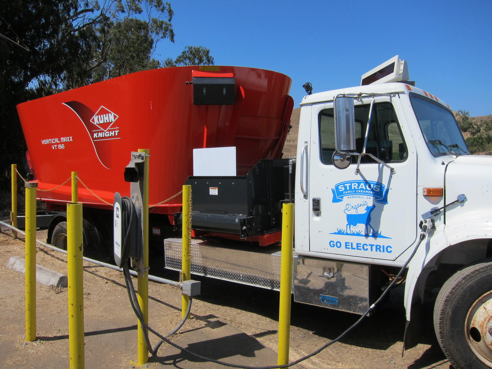 Poop-Powered Electric Feed Truck Debuts at Northern California Creamery