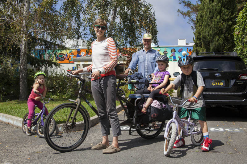 Eleanor Wohlfeiler (center) and her husband Eric Pankonin with their three children Thistle, Esme and Eero (from left to right) in front of Peralta Elementary School before bicycling home. Both Eero and Esme are currently students at Peralta Elementary.