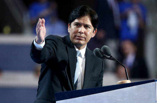 California State Sen. Kevin De León addresses the first day of the Democratic National Convention on July 25, 2016.