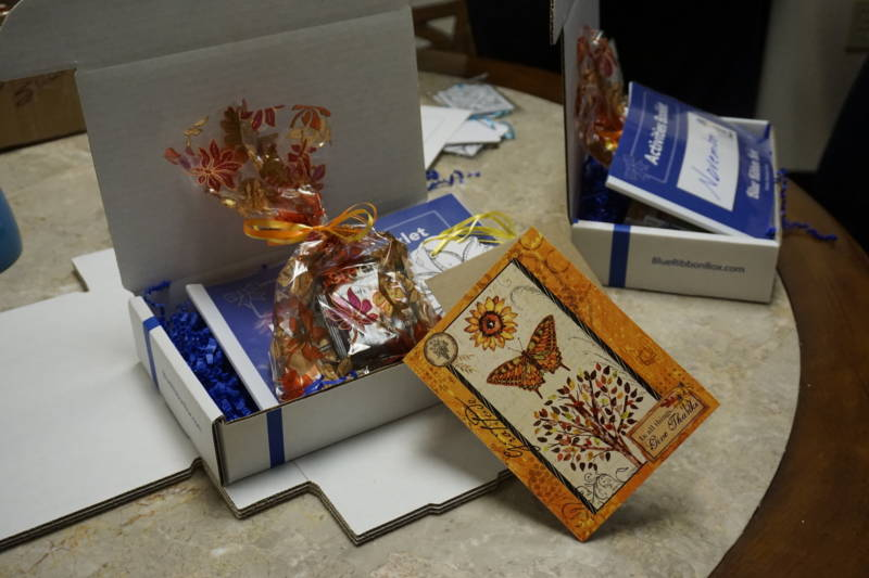 The Blue Ribbon Box is kind of like a weekly veggie box, butinstead it includes a handwritten card, chocolates, tea, crossword puzzles and uplifting quotes.