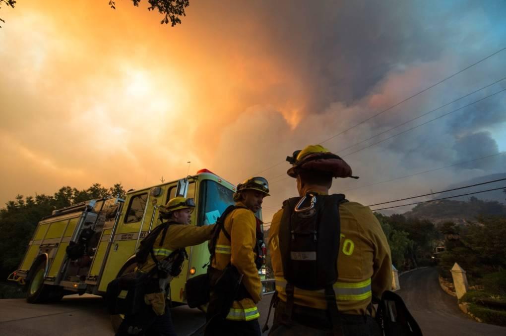 Winds Fuel Thomas Fire as it Pushes Toward Santa Barbara and Montecito
