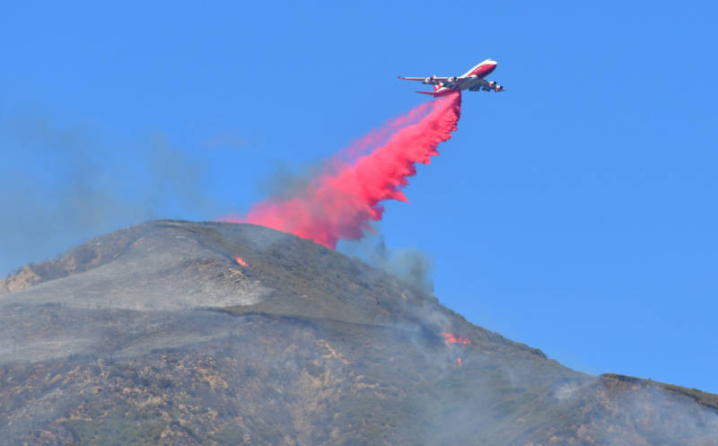 A 747 drops retardant over burning embers and small fires on a mountain near Fillmore on Dec. 8, 2017, on the eastern edge of the Thomas Fire.