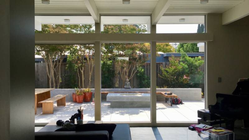 """Floor-to-ceiling windows in Edita Donnelly's Palo Alto living room draw the eye to the backyard. This is what """"indoor/outdoor"""" living means."""