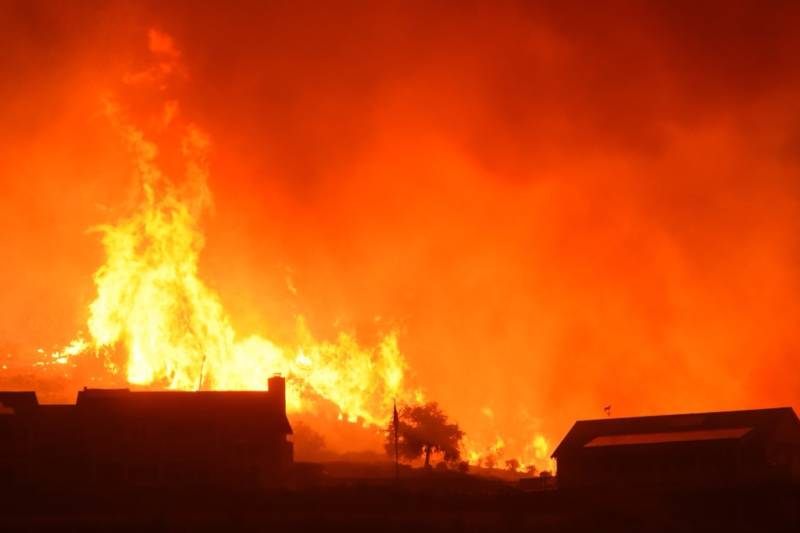 Flames from the Thomas Fire advance on homes off Shepard Mesa Road in Carpinteria at 5:45 a.m. on Sunday, Dec. 10, 2017.