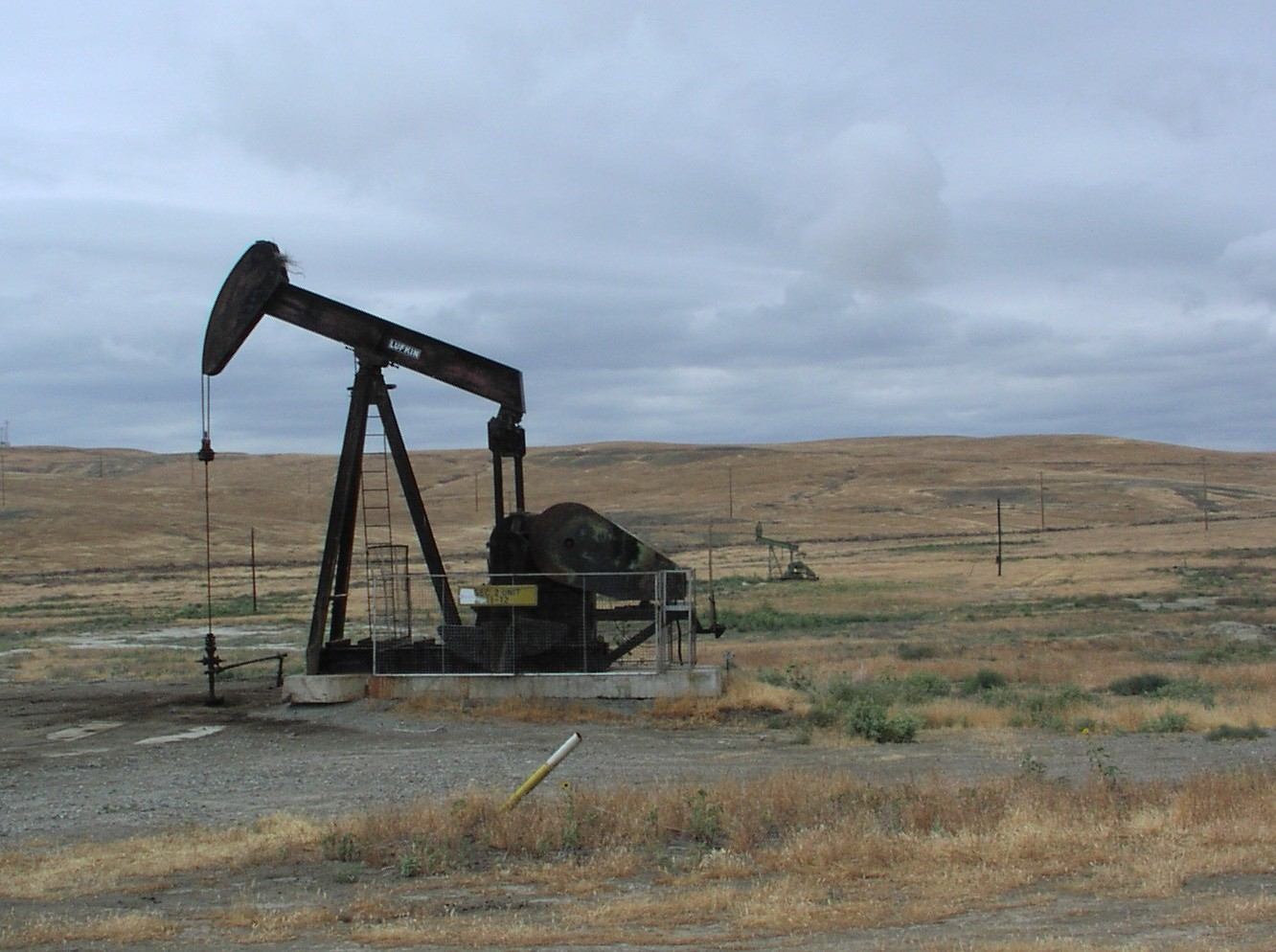 An idle oil well in the eastern portion of the Coalinga Field.