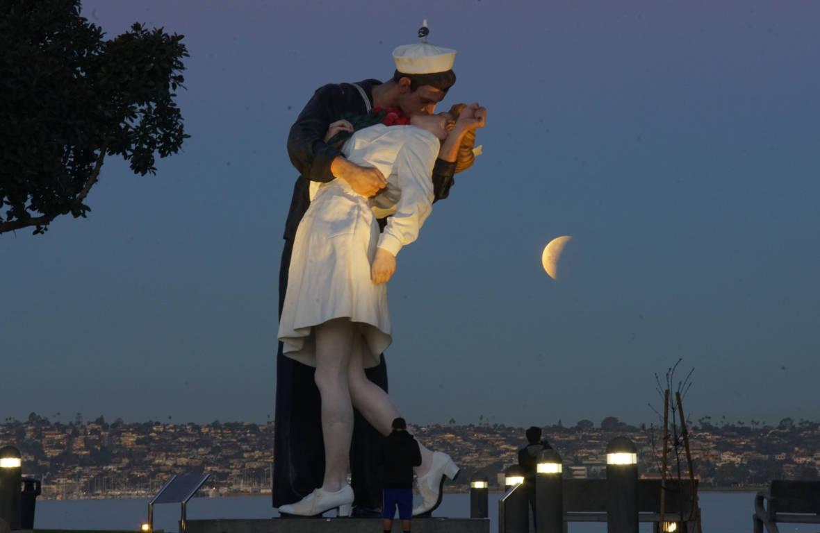 PHOTOS: The Super Blue Blood Lunar Eclipse in California