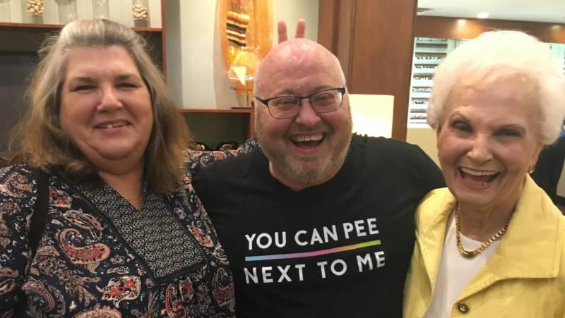 Tom Kennard with his sister Amy Martinez and mom Joyce Arterberry in Knoxville, Tennessee. (Photo: Chloe Veltman/KQED)
