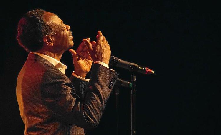 Grammy Award-winning singer Edwin Hawkins died on Monday at his home in Pleasanton.