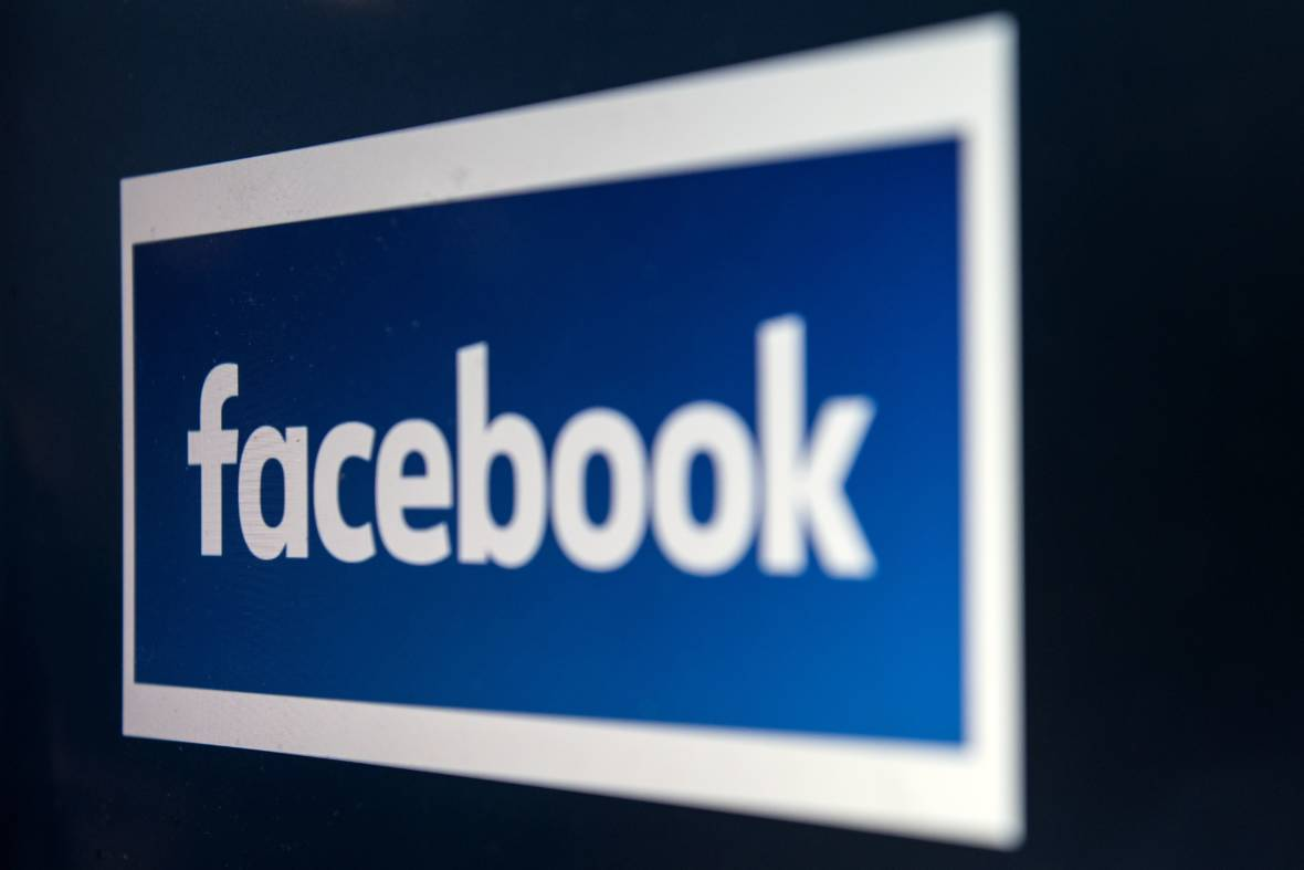 Consumer Privacy Advocates Want to Regulate Facebook, Tech Media Companies