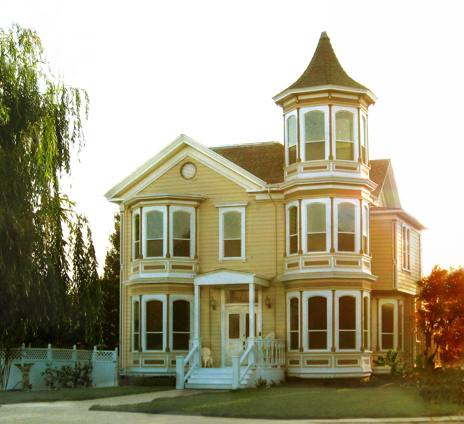 Built in 1877, the Walter B. Wood House is one of Modesto's few remaining examples of Victorian architecture. The building is listed in the National Registry of Historic Places.