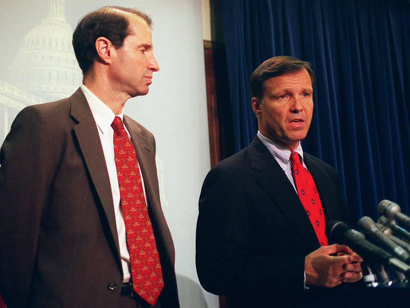 Sen. Ron Wyden, D-Ore., (left) and Rep. Christopher Cox, R-Calif., speak about the Communications Decency Act at a news conference in 1997.