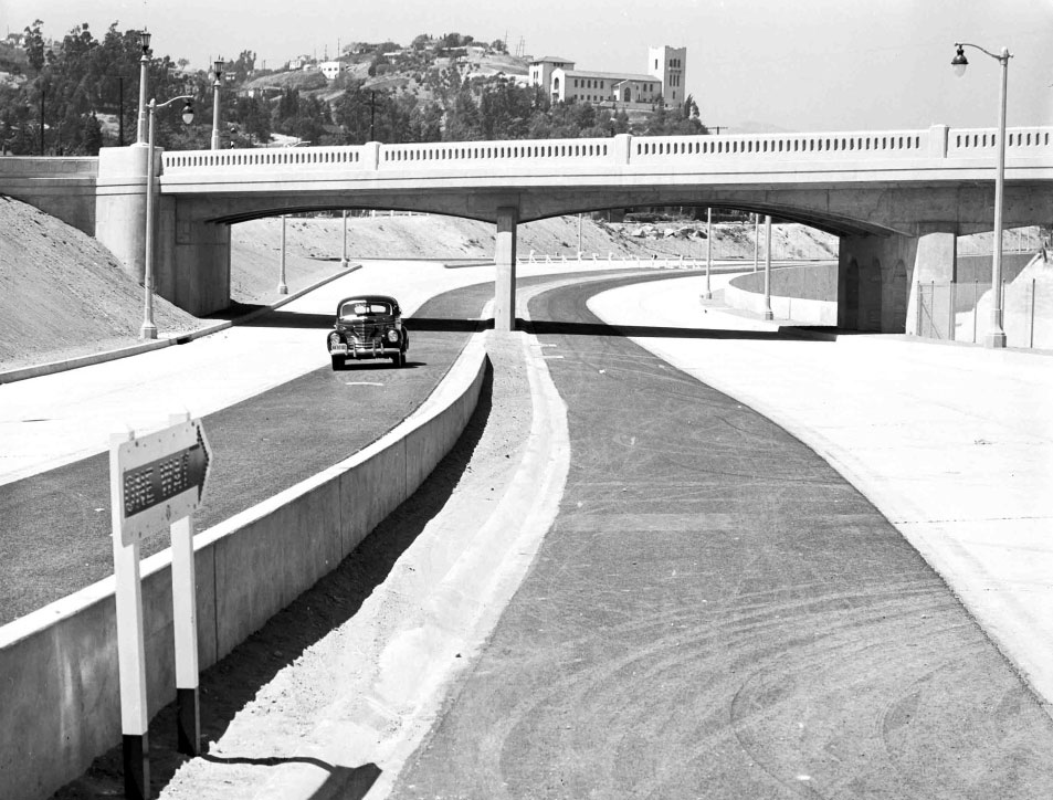 Arroyo Seco Parkway soon after opening, 1940.