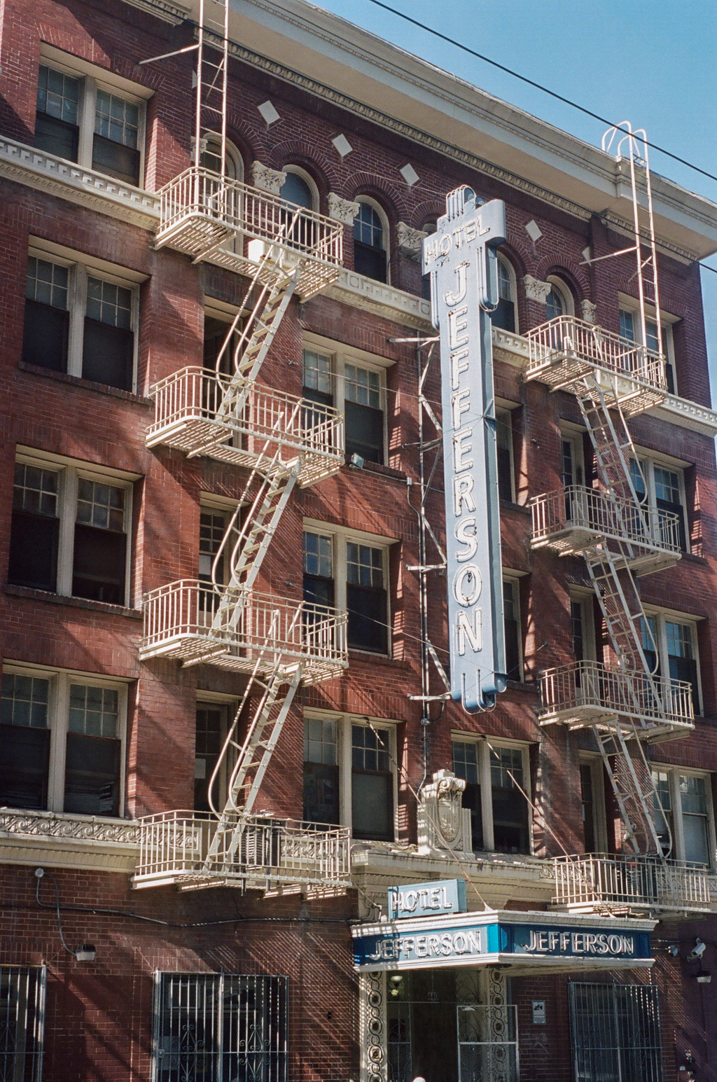 The Jefferson Hotel At 440 Eddy St Is A Residential Managed By Nonprofit Tenderloin Housing Clinic Has 108 Units Of Affordable Permanent