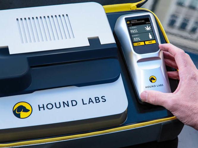 Hound Labs' breathalyzer and base station.
