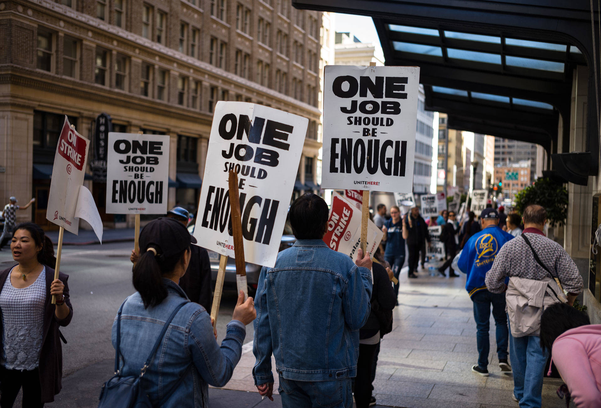 "Striking hotel workers picket outside San Francisco's Palace Hotel, part of Marriott Hotels, on Oct. 6, 2018. <a href=""https://www.flickr.com/photos/gedankenstuecke/"">Bastian Greshake Tzovaras</a>/Flickr"