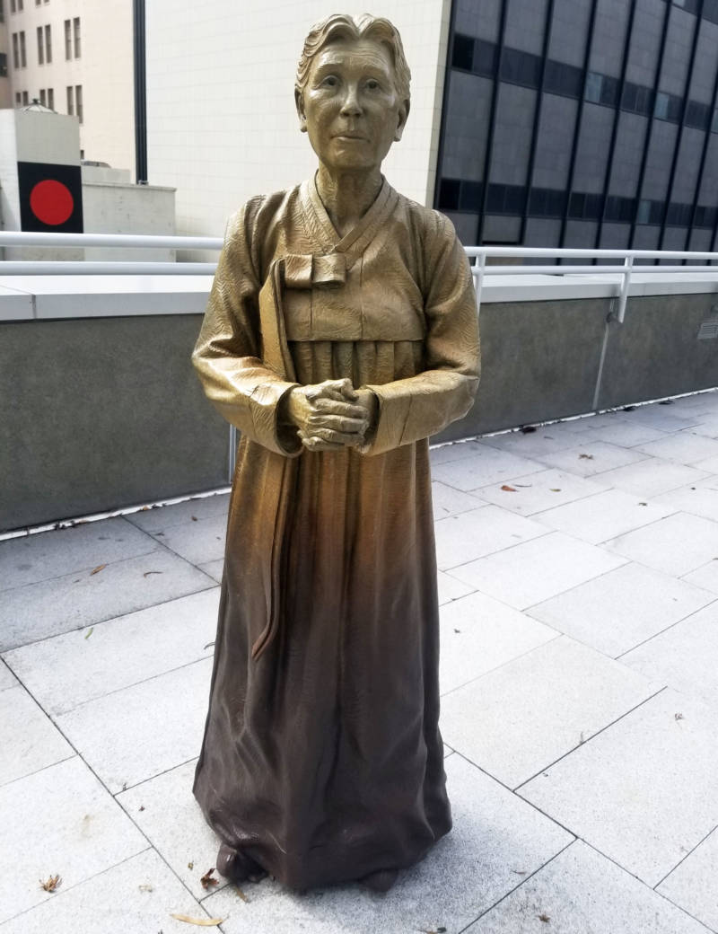 The older woman facing the three younger girls in the memorial is an homage to Kim Hak-sun, the first woman to speak out about her experiences as a sexual slave for the Japanese Army.