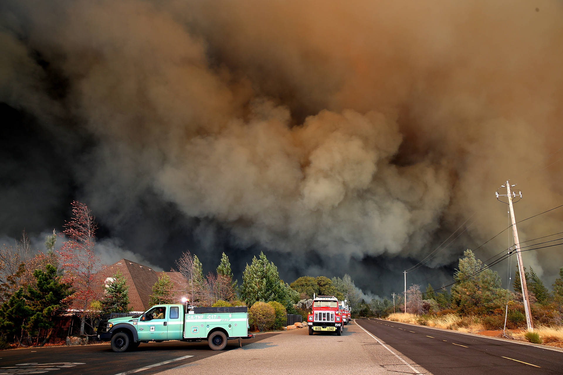 A wall of smoke rose above the Camp Fire as it raged through the Butte County town of Paradise on Thursday. Justin Sullivan/Getty Images