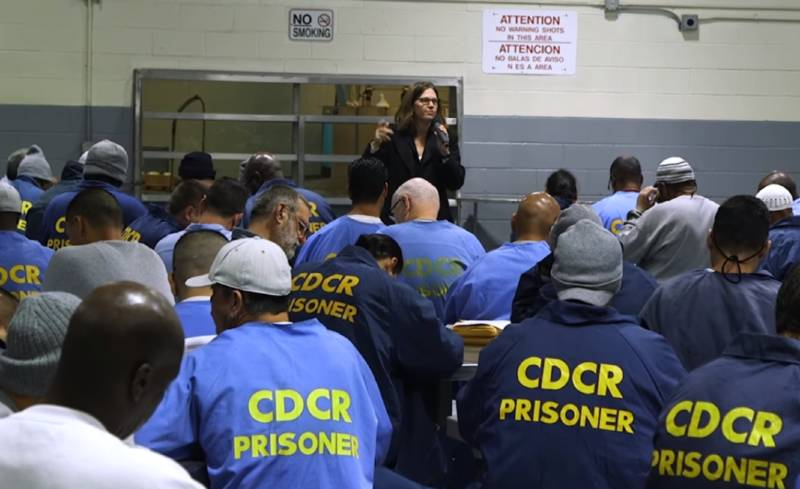 Kate Chatfield, a law professor who helped draft Senate Bill 1437, tells inmates of Folsom State Prison on Dec. 11, 2018, about their right under the new law to petition for resentencing.