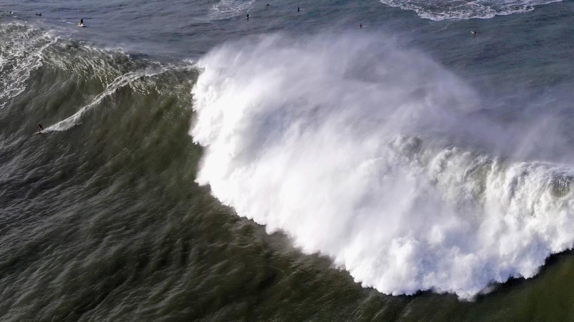 'Extremely Dangerous' Waves Crash into California Coast