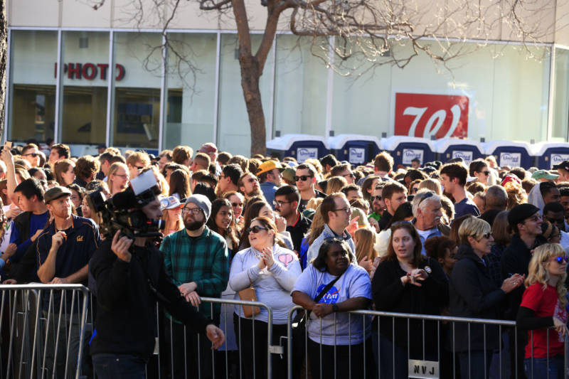 An estimated 20,000 came out to Frank Ogawa Plaza in Oakland to watch Harris formally kick off her 2020 presidential bid.