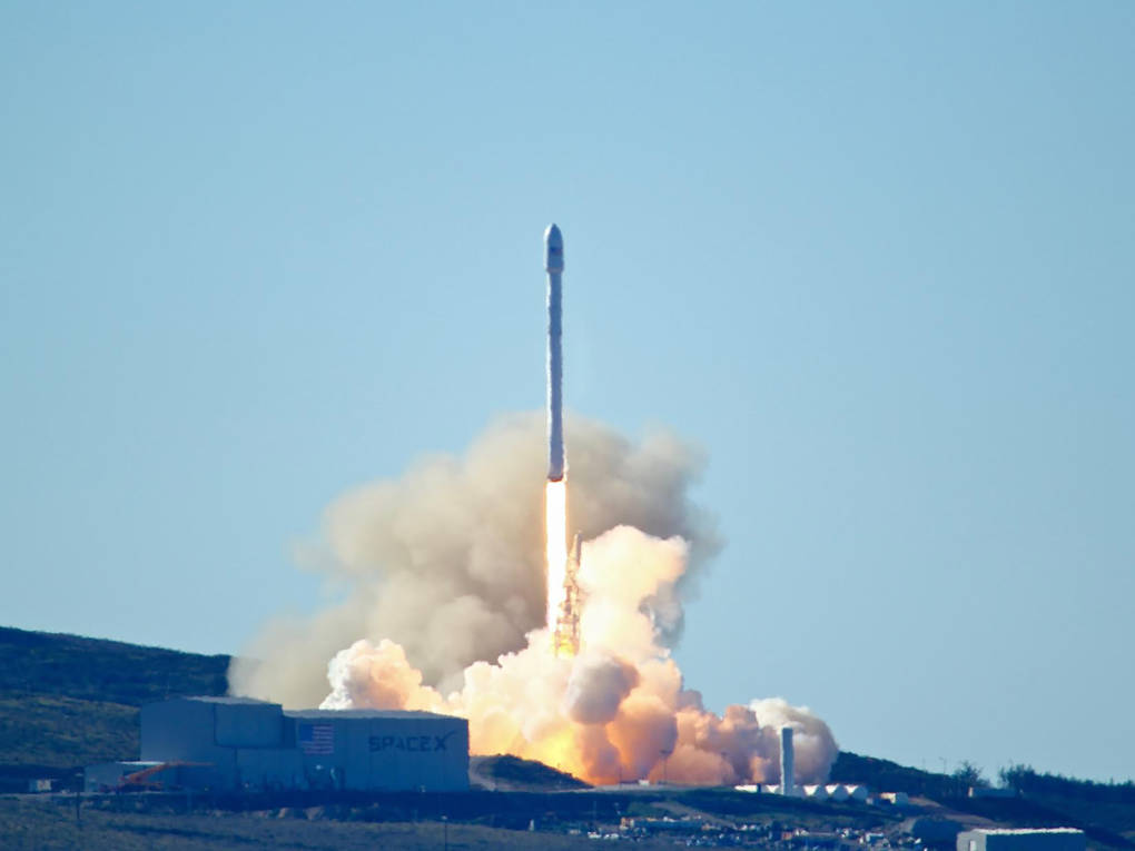 SpaceX to Lay Off 10 Percent of its Workforce
