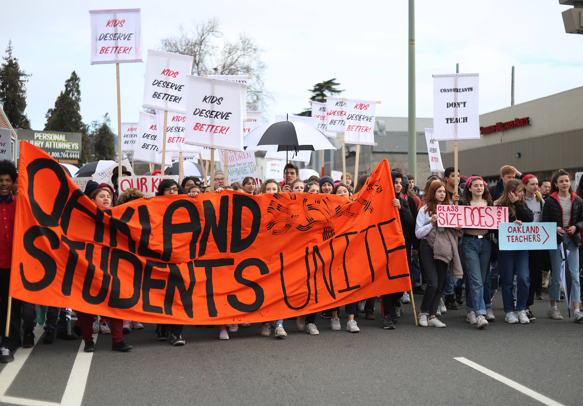 Hundreds of students from high schools across Oakland rallied in support of their teachers, marching from Oakland Tech to the Oakland Unified School District's downtown  headquarters on Feb. 8, 2019. Lindsey Moore/KQED