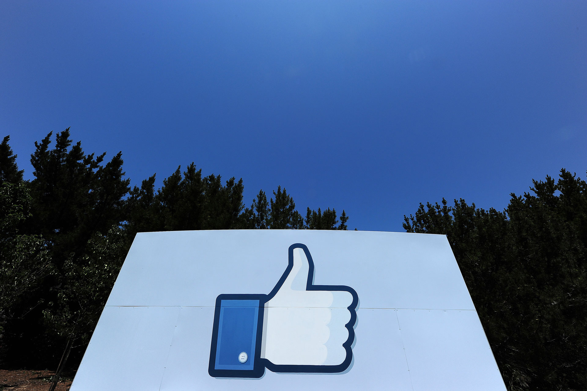 Facebook Rolls out Tool Allowing Users to Block off-Site Data Gathering