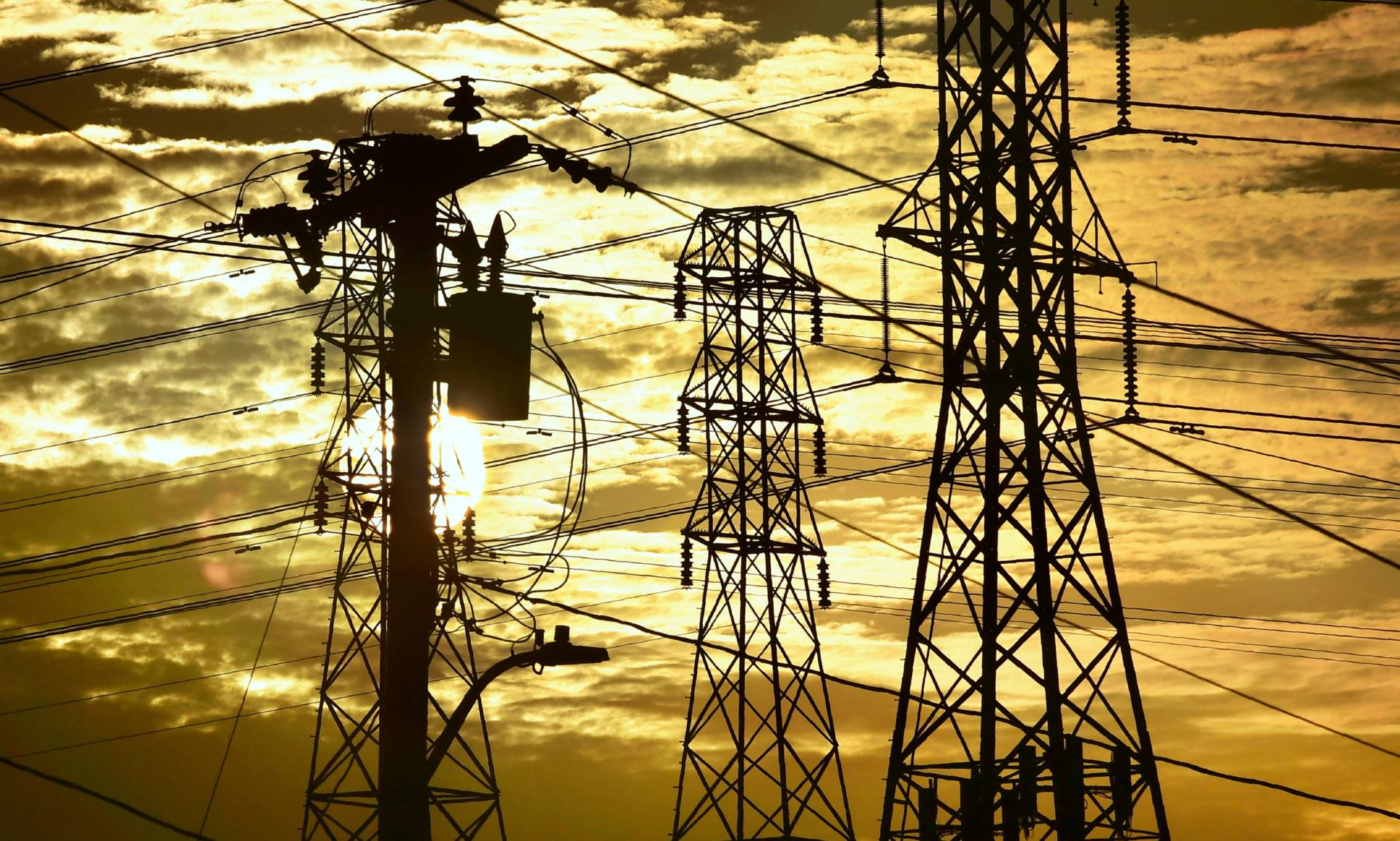 High-voltage transmission lines and towers in the Los Angeles area, pictured during a heat wave in July 2018.  Frederic J. Brown/AFP-Getty Images