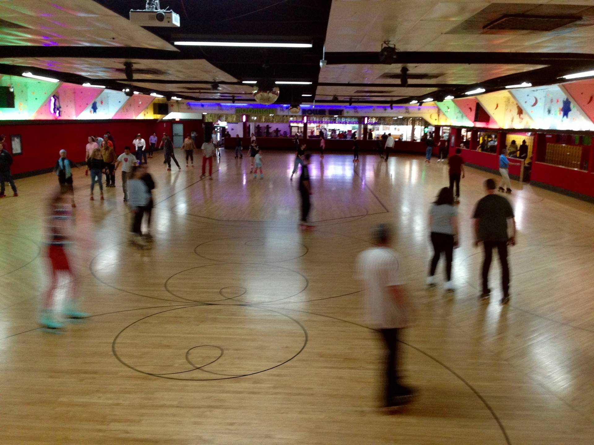 You Can Find California's Last Roller Rink Organist at the Moonlight