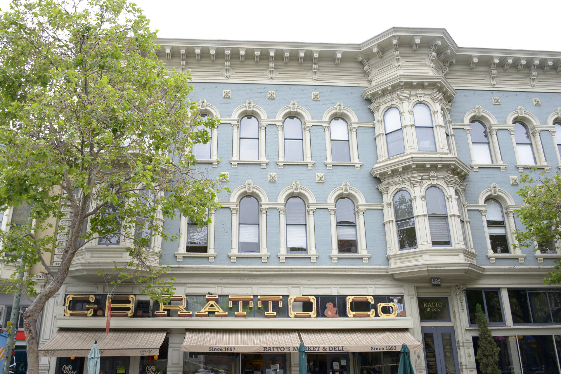 The Old Oakland neighborhood of downtown Oakland includes several Victorians that date back to the 1870s. Stephanie Lister/KQED