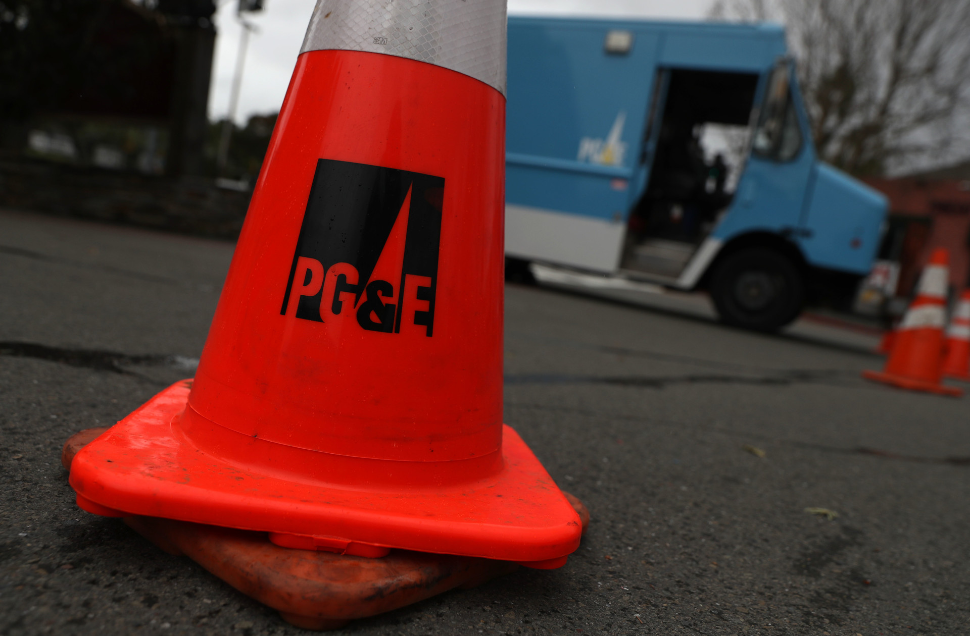 Wall Street Investors Battle Over Plan to Help PG&E Out of Bankruptcy