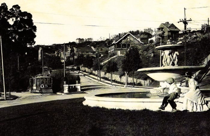 A 1912 picutre of the fountain.