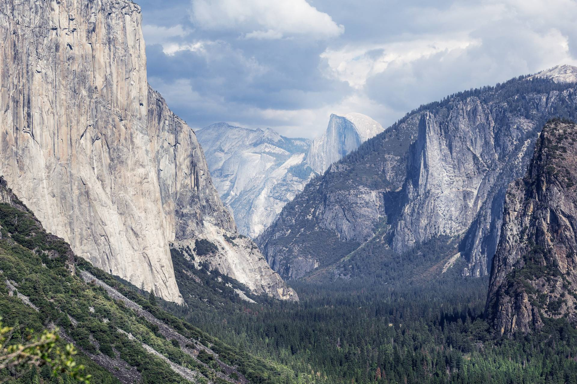 Yosemite National Park, as seen from Tunnel View. Vladimir Kudinov/Pexels