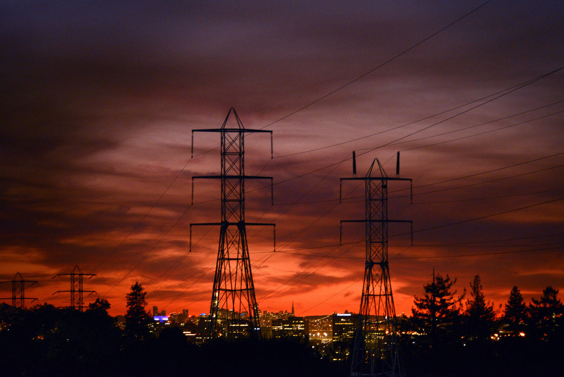 PG&E power lines in Oakland during an unprecedented power cut by the utility to a large swath of Northern and Central California on Oct. 11, 2019. Stephanie Lister/KQED
