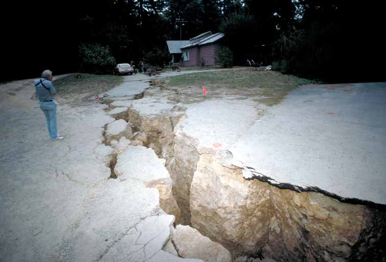 A massive fissure in a driveway southeast of Highway 17 near Loma Prieta peak in the Santa Cruz mountains,the epicenter of the earthquake.