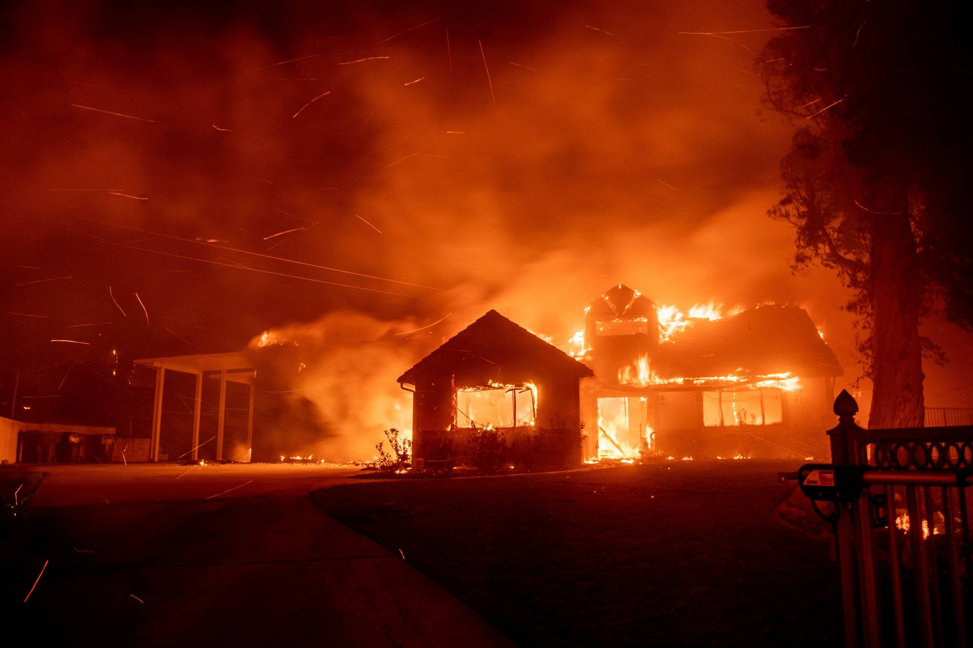 State Bans Insurers From Dropping Homeowner Policies in Areas Hit by Wildfires