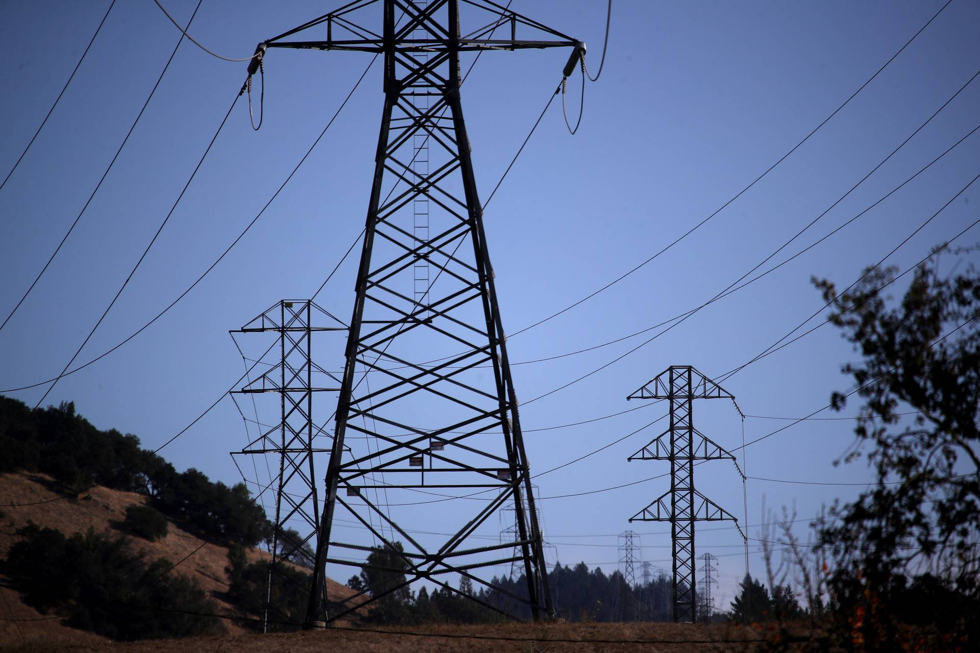 PG&E transmission lines near Santa Rosa in November 2019. Justin Sullivan/Getty Images