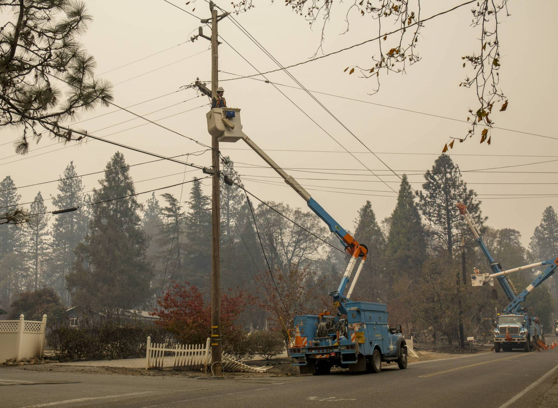PG&E workers cut damaged power lines near Paradise on Nov. 13, 2018, five days after a PG&E transmission line sparked the Camp Fire, the deadliest and most destructive wildfire in modern California history.