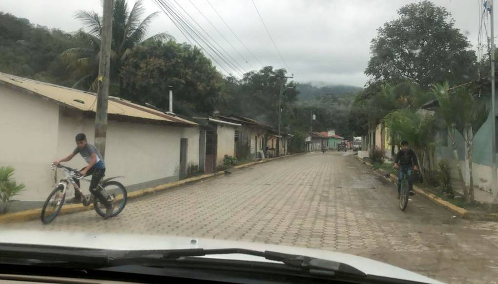 Small town in Honduras, view from car windshield